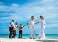 Standesamtliche Hochzeitszeremonie in der Dominikanischen Republik, Cap Cana. {Jura und Mascha}